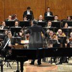 Concert simfonic cu muzică de divertiment, în foișorul din parc