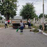 A început curățenia cimitirelor de către municipalitate. Primul pe listă: cimitirul Pacea