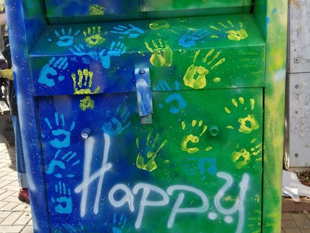Voluntarii H.A.P.P.Y fac un apel către botoșănenii care donează haine la containerele lor